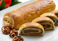 BAIGLI CU MAC SI NUCA – COZONACI UNGURESTI Bread Recipes, Cake Recipes, Cooking Recipes, Pastry And Bakery, Food Cakes, Hot Dog Buns, Sausage, Food And Drink, Sweets