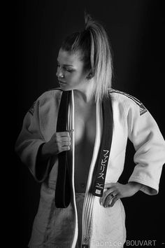 Emilie en Kim by on DeviantArt Best Picture For Martial Arts Women taekwondo For Your Taste Aikido, Karate Shotokan, Kyokushin Karate, Martial Arts Styles, Martial Arts Women, Female Martial Artists, Female Art, Judo, Inspired Outfits