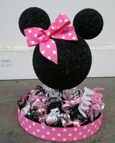 Centerpiece: make to look like a teddy bear mickey birthday, minnie mouse birthday decorations Minie Mouse Party, Minnie Mouse Theme Party, Minnie Mouse Baby Shower, Mickey Mouse Clubhouse Birthday, Mickey Party, Mickey Mouse Birthday, Mickey Minnie Mouse, Mouse Parties, Minnie Mouse Birthday Decorations
