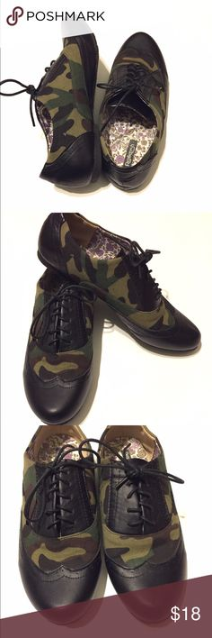 NWOT Camo & Black Laceup Loafers SZ 7 NWOT Camo & Black Laceup Loafers SZ 7 never worn and brand name is refresh. No flaws! Shoes Flats & Loafers