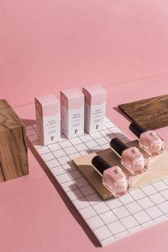 vernis + ongle + douceur + rose + nude + maquillage + cosmétique + naturelle + green + beauté + box + packaging + design Pour celles qui osent la douceur.