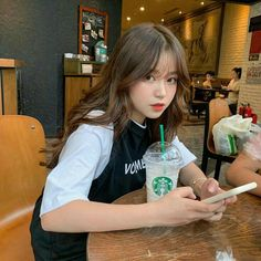 Korean Girl Photo, Korean Girl Fashion, Ulzzang Fashion, Pretty Korean Girls, Cute Korean Girl, Asian Girl, Ulzzang Hair, Ulzzang Korean Girl, Korean Aesthetic