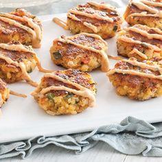 Mini Crawfish Cakes With Remoulade - Louisiana Cookin Mini Crawfish Cakes with Remoulade Sauce from Louisiana Cookin magazine - could substitute or add crab or shrimp Crawfish Recipes, Cajun Recipes, Seafood Recipes, Appetizer Recipes, New Recipes, Cooking Recipes, Favorite Recipes, Haitian Recipes, Donut Recipes