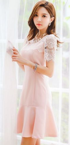 StyleOnme_Lace Detail Short Sleeve Flared Dress #pastel #light #baby #pink…
