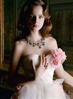 Added to the Beauty Eternal collection. Anna De Rijk by Inez & Vinoodh / Dior Joaillerie s/s 2010 Dior Fashion, Fashion Moda, Fashion Photo, Armani Prive, Celebrity Wedding Dresses, Wedding Gowns, Wedding Lace, Wedding Bouquet, Wedding Bells