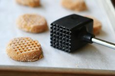 use a meat tenderizer to press peanut butter cookies. cool!! #tip #trick