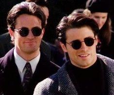 Chandler Bing and Joey Tribbiani Serie Friends, Friends Cast, Friends Moments, Friends Forever, Chandler Bing, Joey Tribbiani, Ross Geller, Phoebe Buffay, Rachel Green