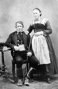 Bauernpaar aus der Rosenheimer Gegend um 1890 (Quelle: Bayerisch ist Cool! auf FB)