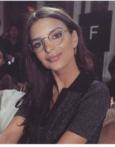 She's just as well known for her politics as for her modeling these days, and now Emily Ratajkowski has laid into a journalist for slut shaming Melania Trump. Emily Ratajkowski Style, Emily Ratajkowski Smiling, Girl Crushes, Emrata Instagram, Girls With Glasses, Womens Glasses, Instagram Fashion, Blonde Hair, Celebs