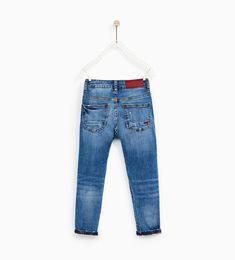 Imagen 5 de JEANS ROTOS Y PARCHE de Zara Dark Jeans, Denim Jeans, Mom Jeans, Nouvelle Collection Zara, Shorts, Boys, Pants, Inspire, Outfits