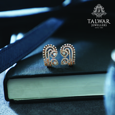 A Contemporary take on the classic hoop earring, these Talwar Jewellers earrings are inspired by the 'Dance of the Peacock.' These dainty earrings can be matche 24k Gold Jewelry, Clean Gold Jewelry, Diamond Jewelry, Jewellery, Selling Jewelry, Jewelry Stores, Latest Ring Designs, Talwar Jewellers, Dainty Earrings
