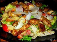 Salade César.... Je vous présente une salade que l'on aime beaucoup à la maison, la salade césar au poulet...avec ses émincés de poulet panés trés gouteux c'est tout simplement un délice! Je remercie oum Koulthoum chez qui je m'en suis inspiré sa recette...