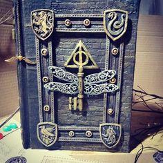 Book of amun ra the mummy – Artofit Harry Potter Journal, Harry Potter More, Handmade Journals, Handmade Books, Maquillage Phosphorescent, Medieval Books, Ideias Diy, Magic Book, Journal Covers