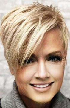 GREAT CUT 10 short hairstyles with a weird pony who are worth the effort to try . - Short HairGREAT CUT 10 short hairstyles with a weird pony who are worth the effort to try them out! Cute Haircuts, Short Pixie Haircuts, Pixie Hairstyles, Messy Pixie Haircut, Pixie Haircut Styles, Popular Short Haircuts, Edgy Haircuts, Hot Hair Colors, Pixie Cuts
