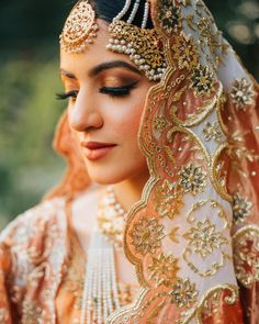 7 Tips To Keep In Mind Before Buying Your Wedding Jewellery Best Bridal Makeup, Bridal Makeup Looks, Indian Bridal Makeup, Indian Bridal Outfits, Indian Bridal Fashion, Pakistani Bridal Wear, Pakistani Dress Design, Bridal Looks, Bridal Dresses