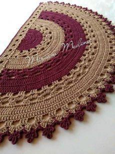 Half moon carpets in trapillo and crochet Crochet Doily Rug, Crochet Carpet, Crochet Rug Patterns, Crochet Home, Crochet Designs, Crochet Stitches, Knit Crochet, Hand Crochet, Circle Rug