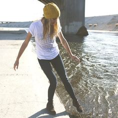 skinny jeans, baggy T, awesome beanie