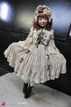 Meguro, Tokyo Lolita Dress – Metamorphose temps de fille Bonnet – Metamorphose temps de fille Drawers – Metamorphose temps de fille Boots – ALICE and the PIRATES