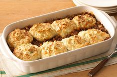 Biscuit-Topped Tomato-Beef Bake recipe - This quick and easy casserole is made with ground beef and tomato soup, and baked with cheesy biscuits on top. Kraft Recipes, Beef Recipes, Baking Recipes, Kraft Foods, Recipies, Hamburger Dishes, Chicken And Biscuits, Dinner With Ground Beef, Mets