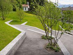 À Thoune, en Suisse, extrā Landschaftsarchitekten, autrefois 4d, ont réalisé cette aire de jeu en palier pour l'école Göttibach.