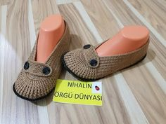 Değişik patik modeli yapılışı-(different boot)ayrıntılı anlatım. - YouTube Crochet Shoes, Crochet Dolls, Knit Crochet, Diamond Shoes, Baby Overall, Knitting Patterns, Crochet Patterns, Knitted Slippers, Baby Boots