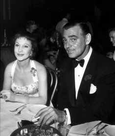 Vivien Leigh and Clark Gable Golden Age Of Hollywood, Classic Hollywood, Old Hollywood, Fangirl Problems, Southern Women, Vivien Leigh, Clark Gable, Famous Movies, Gone With The Wind