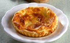 Σφολιατάκια με τυριά Apple Pie, Desserts, Food, Recipes, Apple Cobbler, Tailgate Desserts, Deserts, Essen, Rezepte