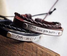 Bracelets de couple personnalisés ensemble de bracelet de | Etsy Couple Bracelets Leather, Bracelet Couple, Promise Bracelet, Couple Jewelry, Girlfriend Anniversary Gifts, Leather Anniversary Gift, Anniversary Gifts For Couples, Wedding Anniversary, Couple Gifts For Her
