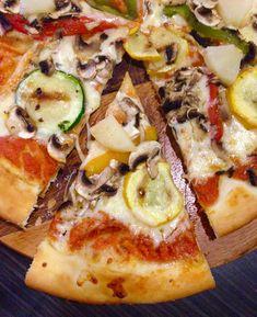 Vegetable Pizza, Vegetables, Food, Veggie Food, Vegetable Recipes, Meals, Vegetarian Pizza, Veggies
