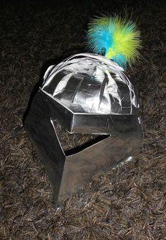 Déguisements pour le carnaval: casque de chevalier et chapeau de princesse ou fée