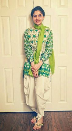 Fashion Tips: How To Dress And Look Your Best – Designer Fashion Tips Stylish Dresses, Simple Dresses, Casual Dresses, Casual Outfits, Fashion Outfits, Fashion Pants, Girls Dresses, Women's Fashion, Pakistani Dresses