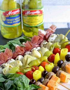This antipasto skewers recipe is the perfect lazy day Italian appetizer. They can easily be made from store-bought pickled items or from your pantry stash! Antipasto Skewers, Skewer Appetizers, Skewer Recipes, Italian Appetizers, Yummy Appetizers, Appetizers For Party, Appetizer Recipes, Kabobs, Crudites