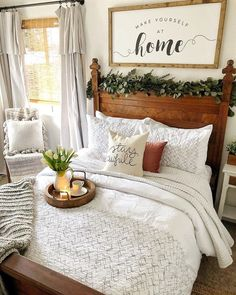 With a guest room like this one from who would even think about leaving? Find home deco&; With a guest room like this one from who would even think about leaving? Find home deco&; Rustic Vintage Decor, Guest Room Decor, Guest Room Bedding Ideas, Spare Bedroom Ideas, Guest Room Office, Cozy Bedroom, Master Bedroom, Farm Bedroom, Bedroom Windows