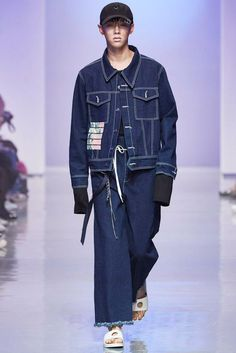 R.shemiste presented its Spring/Summer 2016 collection during Seoul Fashion Week.