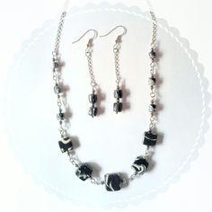 Collana e orecchini in porcellana fredda bianco e nero effetto marmo