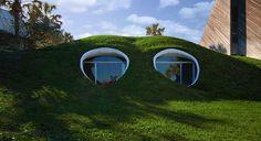 Картинки по запросу корея холмы Architecture Organique, Earth Sheltered Homes, Underground Homes, Underground Living, Atlantic Beach, Unusual Homes, Earth Homes, Earthship, House Built