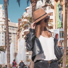 Anetless: Zápisky z Erasmu: Zkoušky, stěhování a první plážové dny Agatha Christie, Book Of Life, Valencia, Dresses, Fashion, Vestidos, Moda, Fashion Styles, Dress