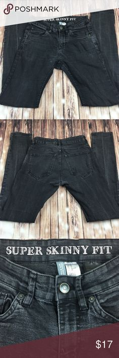 H&M Super Skinny Fit Jeans EUC! Faded black denim jeans, skinny fit. Women's size 28, 5 Pocket Style with Zip Fly and button closure. Machine washable. Mid rise. H&M Jeans Skinny