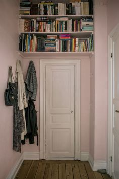 A pink hallway with wall shelves above the door hallwaybookshelves A pink hallway with wall shelves&; A pink hallway with wall shelves above the door hallwaybookshelves A pink hallway with wall shelves&; light light A […] guest room pink Pink Hallway, Hallway Shelf, Hallway Colours, Wall Shelves, Pink Shelves, Hallway Ideas, Shelving, Above Door Decor, First Apartment Decorating