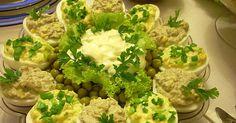 Jajka faszerowane tradycyjne. Na bogato: z pieczarkami, oscypkiem, groszkiem, szczypiorkiem i cebulką.