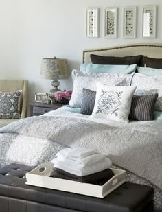 calming grey - pretty sure I will have to decorate our new bedroom like this.