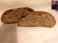 Pane semi integrale con pasta madre.