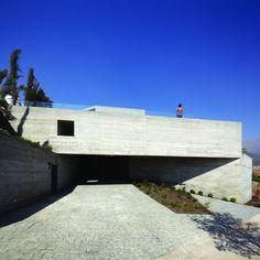 Mirador de los Dominicos House is a minimalist house located in Santiago, Chile, designed by Carreño Sartori Arquitectos. The first objectiv...