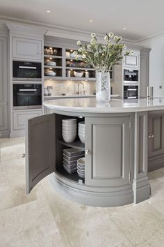 Kitchen Interior At Tom Howley can invent all kinds of beautiful kitchen storage solutions to keep your kitchen calm and clutter-free. - At Tom Howley can invent all kinds of beautiful kitchen storage solutions to keep your kitchen calm and clutter-free. Open Plan Kitchen, New Kitchen, Kitchen Dining, Kitchen Modern, Island Kitchen, Kitchen Shelves, Kitchen Corner, Awesome Kitchen, Kitchen Pantry