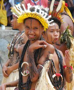 Motuan Girls Dress For The Hiri Moale Festival