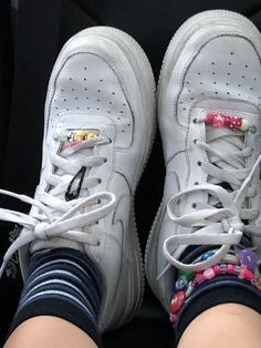 I also have Lisa Frank stickers on the Nike Sw .-Ich habe auch Lisa Frank Aufkleber auf dem Nike Sw… – I also have Lisa Frank stickers on the Nike Sw … – - Nike Retro, Aesthetic Shoes, Aesthetic Clothes, Aesthetic Fashion, Lisa Frank Stickers, Estilo Cool, Retro Shoes, Looks Vintage, Retro Vintage