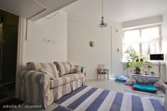 Sweet lilac in / Ihanaa liilaa 26 neliössä Compact Living, Sofa, Couch, Little Houses, Lilac, Homes, Sweet, Furniture, Home Decor