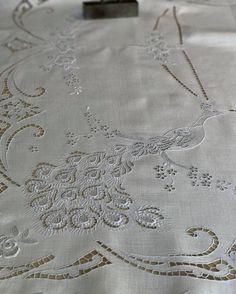 Lindo este pormenor de bordado Madeira antigo  #bordal #madeiraembroidery #vintage #oldhandmade