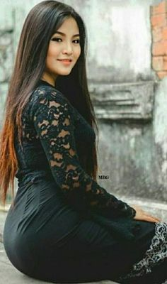 Beautiful Asian Girl in Vietnamese Long Dress. Beautiful Asian Women, Pretty Asian, Sexy Asian Girls, Sexy Hot Girls, Burmese Girls, Myanmar Women, Chica Cool, Voluptuous Women, Asian Fashion