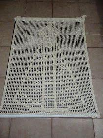 tapete lindo de Nossa Senhora Aparecida, produzo em barbante e em diversas cores (mas o branco e o crú ficam mais lindos não é mesmo?) Tamanho: 56 x 80 (LxC) Acima de 3 unidades FRETE COM 50 DE DESCONTO! Crochet Quilt, Crochet Blocks, Crochet Squares, Thread Crochet, Filet Crochet, Crochet Doilies, Crochet Top, Crochet Patterns, Blue Eyeshadow Looks